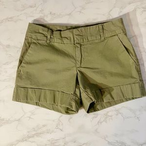 WOMEN'S TOMMY HILFIGER CUFFED OLIVE SHORTS SIZE 2